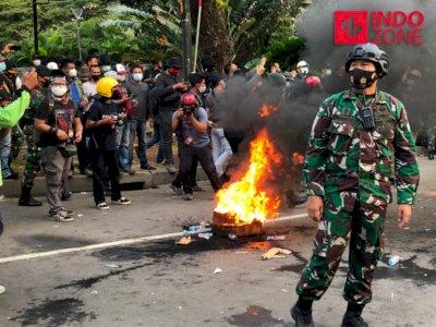 TNI Turun Tangan, Massa yang Sempat Lempari Petugas di Patung Kuda Dibubarkan