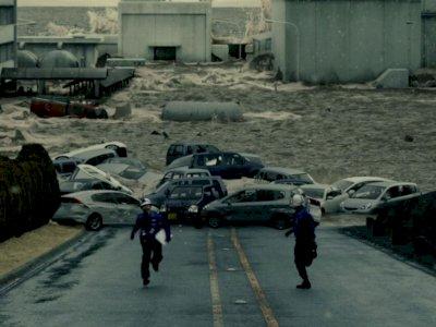 """Sinopsis """"Fukushima 50 (2020)"""" - Perjuangan Karyawan Pabrik Cegah Kehancuran Kota"""