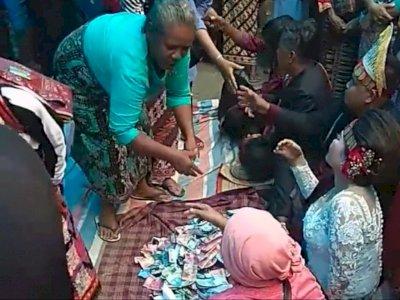 Heboh Tamu Nikahan Batak 'Salam Tempel' Mempelai Uang Tunai, Sindir Pasukan Amplop Kosong