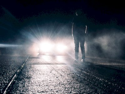 Kisah Wanita Jumpa Orang Misterius Menatap Sambil Bungkuk, Pas Lihat Kamera Seram Banget