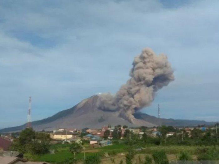 Lagi, Gunung Sinabung Luncurkan Awan Panas, Kali Ini Sejauh 2.000 Meter