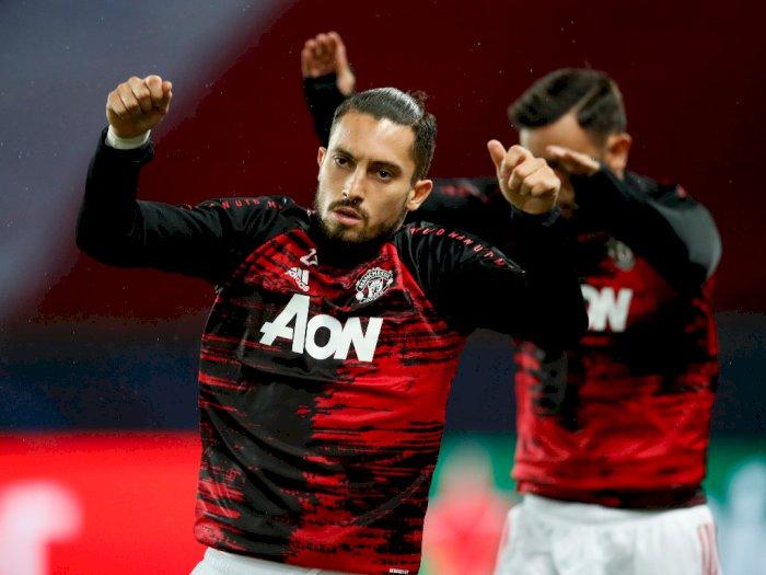 Bek Man United, Alex Telles Positif Terinfeksi Covid-19