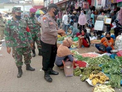 Satgas COVID-19 Ingatkan Pedagang di Pasar Agar Terus Patuhi Protokol Kesehatan