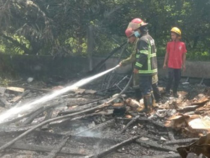 Gudang Helm Nainggolan Terbakar, Tak Ada Korban Jiwa