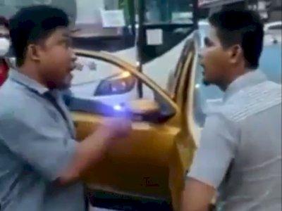 Viral Video Adu Jotos Sopir Bus VS Datsun Cross di Jalan, Berkelahi Akibat Saling Senggol