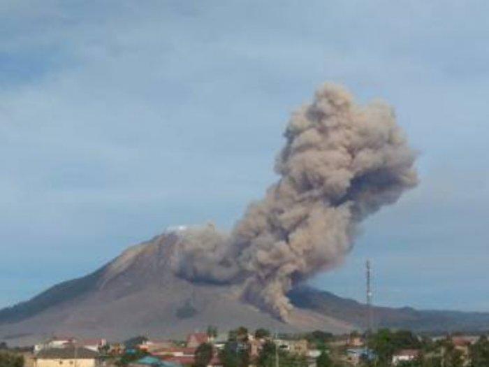 Gunung Sinabung Erupsi Hingga 2500 Meter, Status Masih Siaga