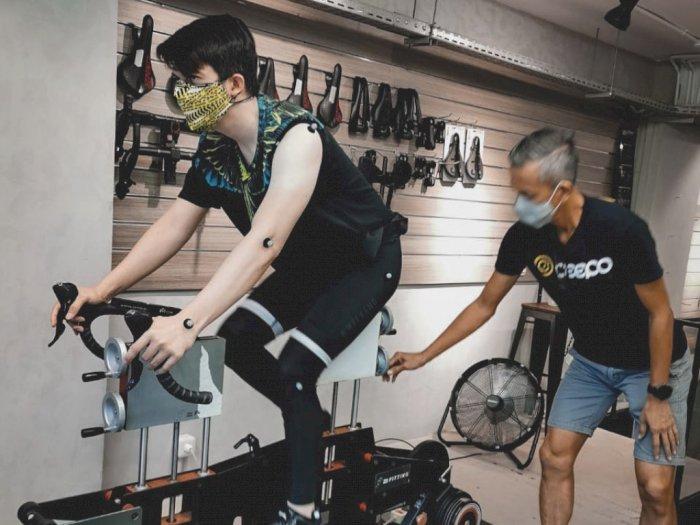 Unggah Foto Lagi Fitting Sepeda, Tangan Irwansyah Bikin Netizen Salfok