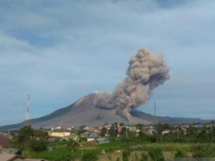 Gunung Sinabung Terus Luncurkan Awan Panas Sejauh 2.000 Meter, Ternyata Ini Penyebabnya