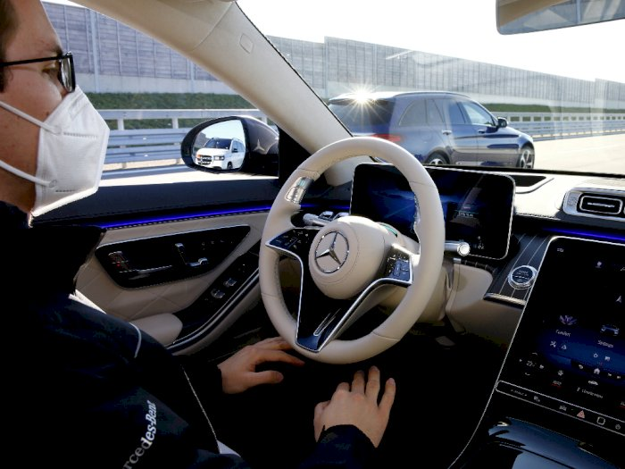 Tak Seperti Tesla, Mercedes Tak Mau Rilis Fitur Self-Driving Jika Belum Siap