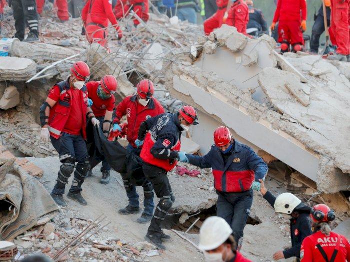 FOTO: Turki Melanjutkan Upaya Penyelamatan Korban Gempa, 81 Orang Tewas