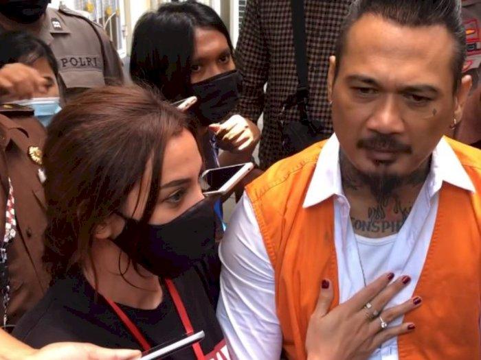 Lihat Jerinx Marah Usai Dituntut 3 Tahun Penjara, Nora Alexandra Elus Dada