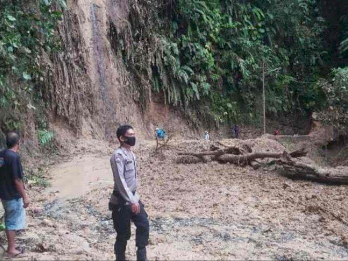 Diguyur Hujan Semalaman, Kawasan Batu Lubang Sibolga Longsor, Arus Lalu Lintas Dialihkan