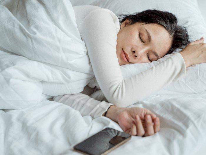 Tidur Menggunakan Sarung Bantal Sutra Bantu Memperbaiki Kulit, Rambut dan Kualitas Tidur