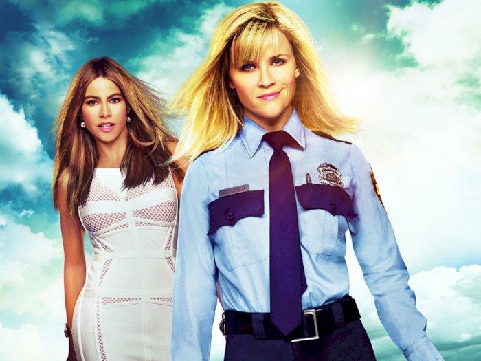 "Sinopsis ""Hot Pursuit (2015)"" - Misi Seorang Polisi Wanita Melindungi Saksi Kejahatan"