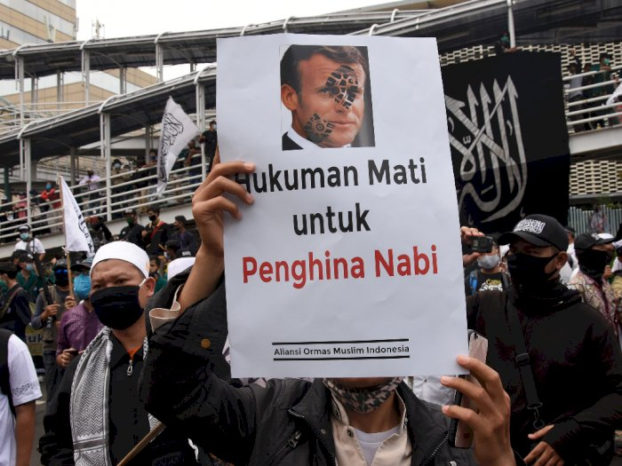 FOTO: Aksi Kecam Presiden Prancis di Kedubes Prancis Jakarta