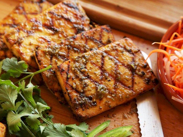 Gak Bisa Makan Daging Merah? Coba Resep Steak Tahu Panggang