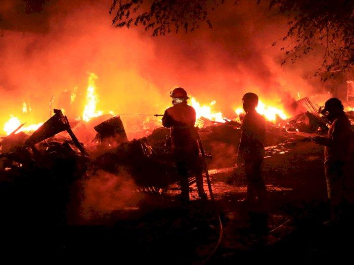 FOTO: Kebakaran Pasar Loak di Kraton Pasuruan