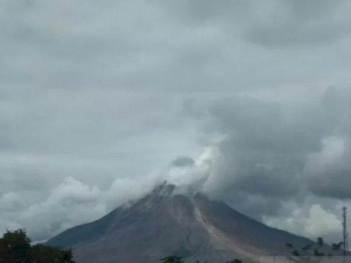 Gunung Sinabung Kembali Luncurkan Awan Panas, Warga Diminta Untuk Menjauh dari Zona Merah