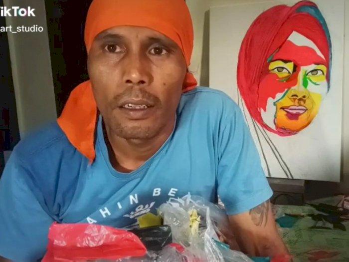 Pria Ini Bikin Lukisan dari Sampah Plastik, Hasilnya Sangat Mengagumkan!