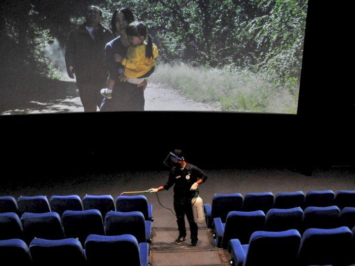 FOTO: Bioskop di Bekasi Mulai Beroperasi