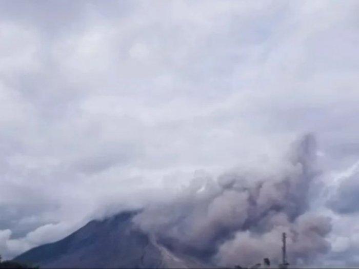 Gunung Sinabung Kembali Erupsi, Kali Ini Luncurkan Awan Panas Sejauh 1.500 Meter