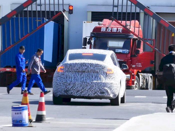 Mobil Tesla Model Y Made-In-China Terlihat di Pabrik Tesla di Shanghai