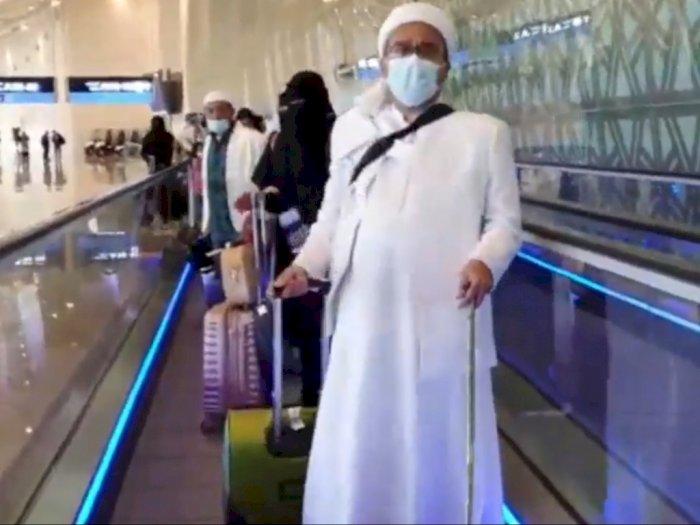 Habib Rizieq Shihab Tiba di Bandara Soekarno-Hatta, Begini Penampilannya