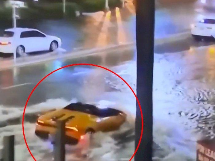 Momen Ketika Mobil Lamborghini Huracan Berubah Menjadi 'Kapal Selam'
