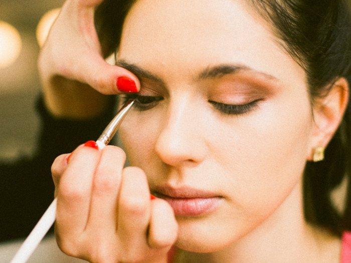 3 Rekomendasi Eyeliner Tahan Lama dan Tahan Air Cocok Buat Pemilik Kelopak Mata Berminyak