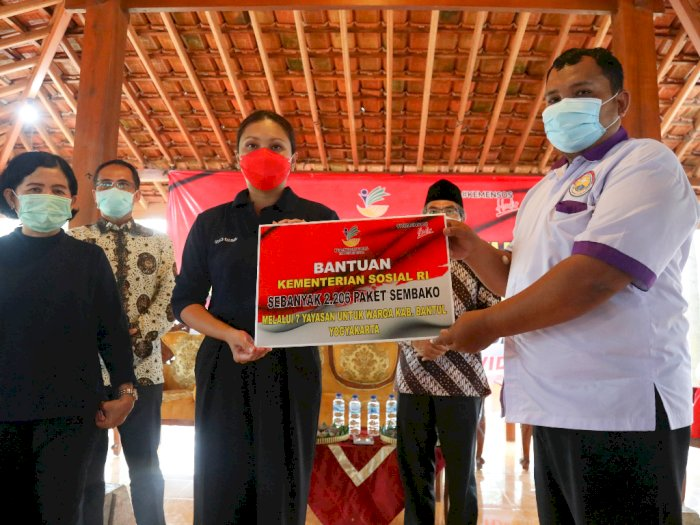FOTO: Kemensos Salurkan Bansos Paket Sembako di Yogyakarta