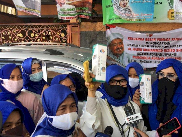 Souvenir Resepsi Nikah Putri Habib Rizieq Face Shield hingga Masker