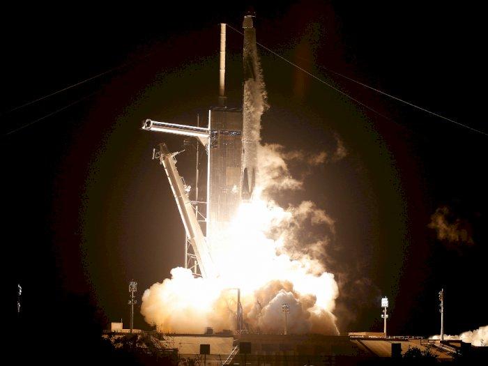 SpaceX Sukses Luncurkan 4 Orang ke Luar Angkasa dengan Roket Falcon 9!