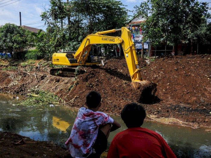 FOTO: Normalisasi Anak Sungai Citarum untuk Antisipasi Banjir