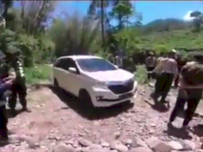 Bikin Merinding, Pengendara Mobil Ini Tersesat di Hutan Usai Diketuk Sosok Wanita