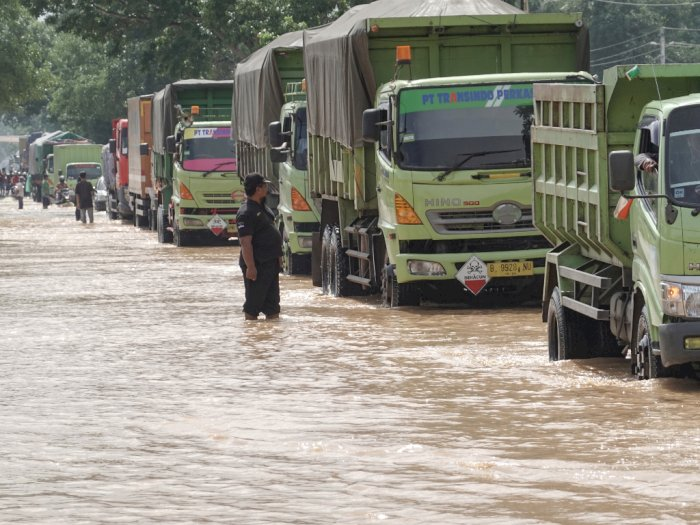 FOTO: Jalur Selatan Jawa Tengah Tergenang Banjir