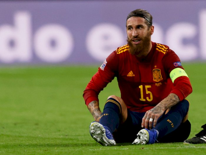 Keluar di Tengah Pembantaian Spanyol vs Jerman, Ramos Alami Cedera