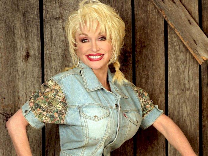 Wih! Dolly Parton Sumbang 1 Juta Dolar AS untuk Vaksin COVID-19 Moderna