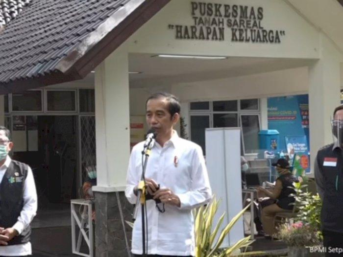 Presiden Jokowi Tinjau Simulasi Imunisasi COVID-19 di Bogor