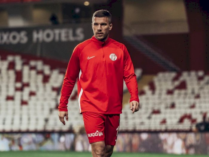 Banting Setir, Lukas Podolski Siap Main Hoki Es di Klub Lokal Jerman