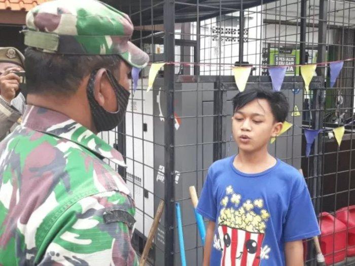 Gak Pakai Masker Saat Berada Di Luar Rumah, Remaja ini Dihukum Melafalkan Pancasila