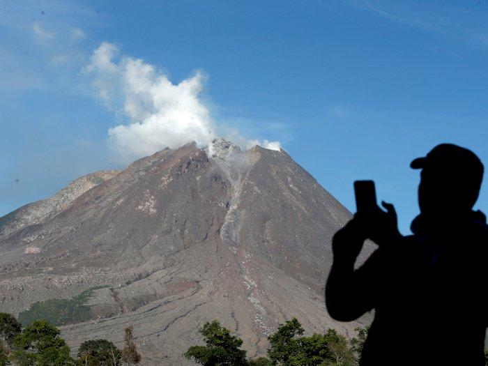 FOTO: Aktivitas Gunung Sinabung Meningkat