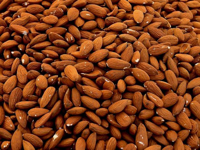 Makan Alamond yang Direndam Lebih Baik dari Almond Mentah, Ini Penjelasannya
