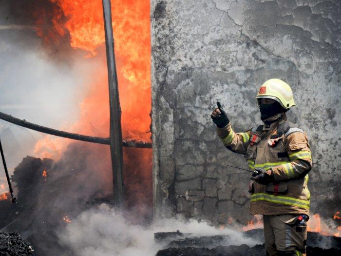 FOTO: Kebakaran Pabrik Kasur di Cimahi