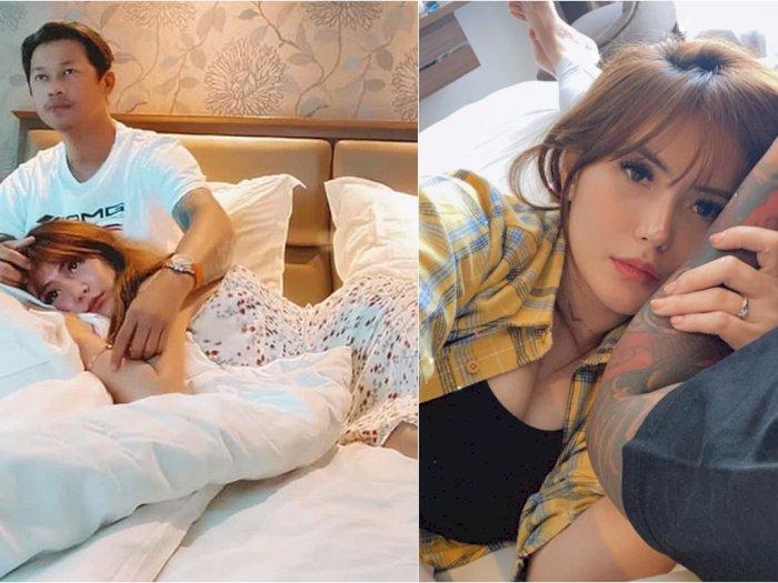 Angela Lee Pamer Foto Bermanja di Pangkuan Suami, Netizen Malah Singgung Video '19 Detik'