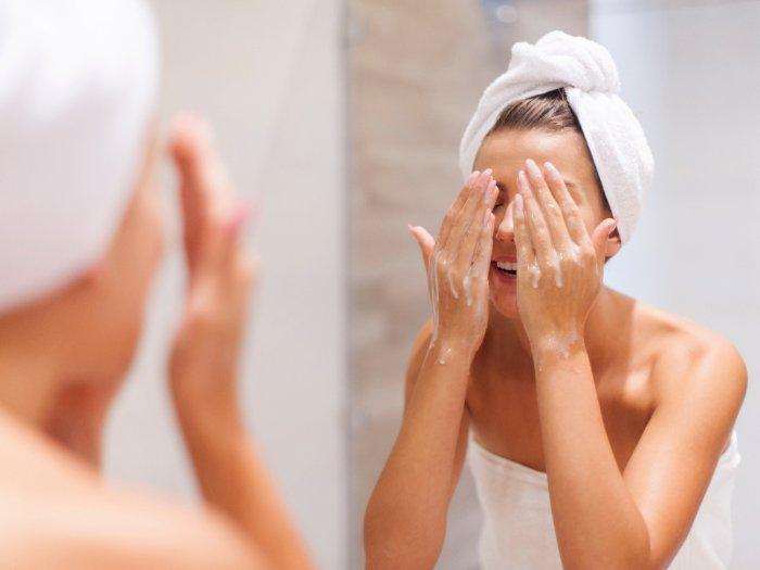 Tips Mencuci Wajah Berdasarkan Jenis Kulit yang Harus Diingat