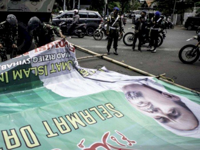 Baliho HRS Dicopot TNI, FPI ke Pangdam Jaya: Mending Bantu Negara Urus OPM!