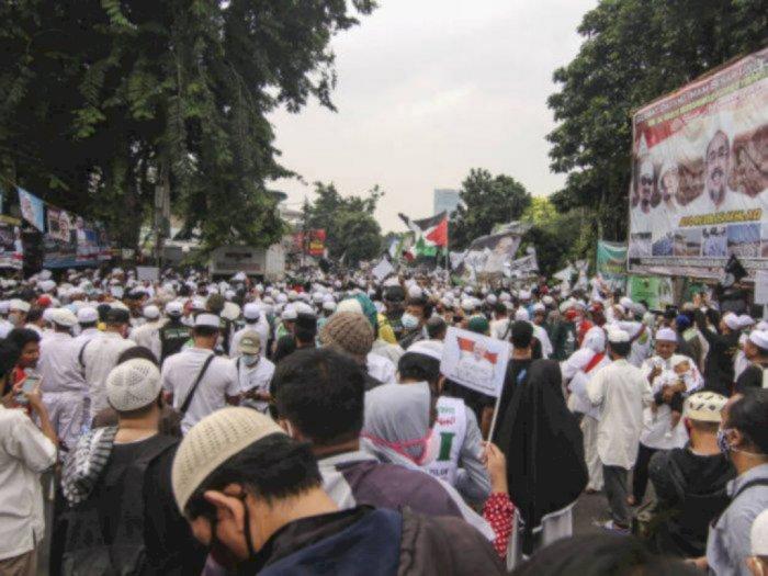 Baliho 'Revolusi' HRS Marak, FPI: Itu Punya Umat, Kita Tidak Tahu Menahu