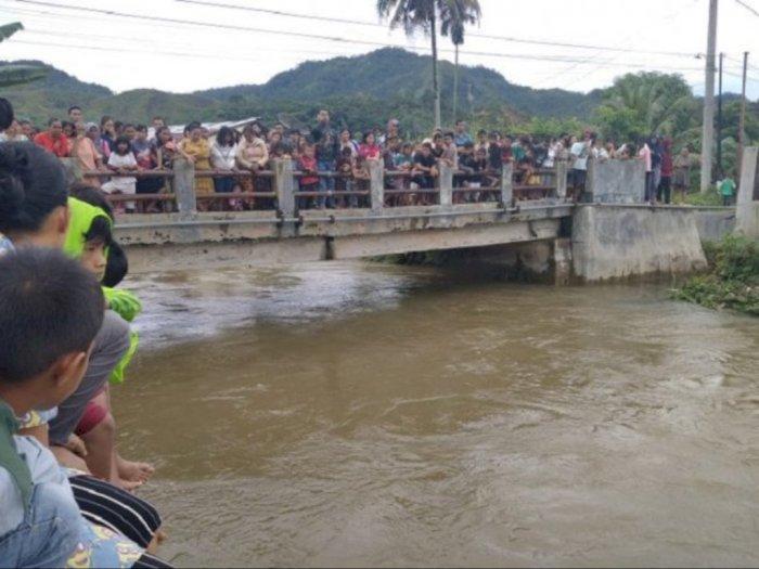 Bermain di Pinggir Sungai Sarudik, Pelajar di Tapteng Jatuh Terseret Arus
