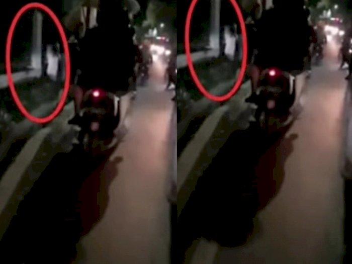 Viral Video Penampakan Mirip Kuntilanak Berdiri di Lokasi Kecelakaan di Jalan Raya