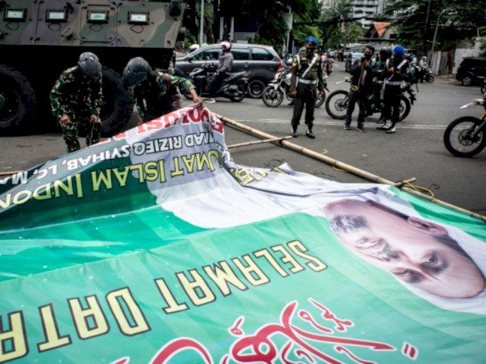 FPI Duga TNI Mencopot Baliho Rizieq Shihab Atas Perintah Jokowi: Untuk Menakut-nakuti
